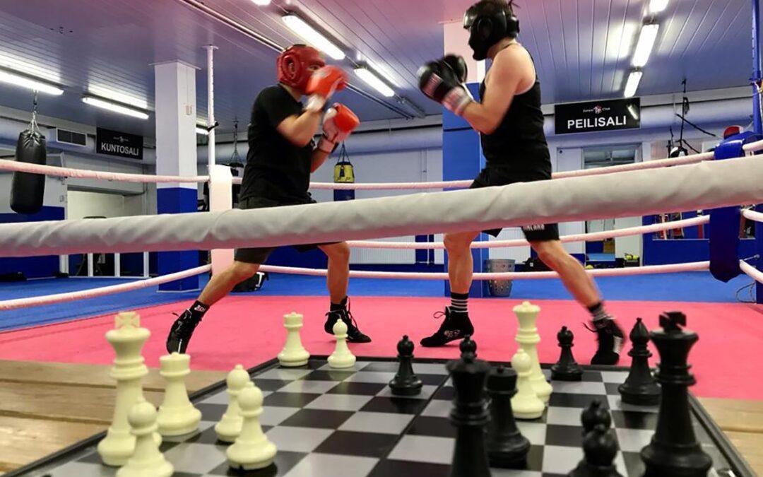 Shakkinyrkkeilytapahtuma: hallitseva maailmanmestari vastaan ensikertalainen